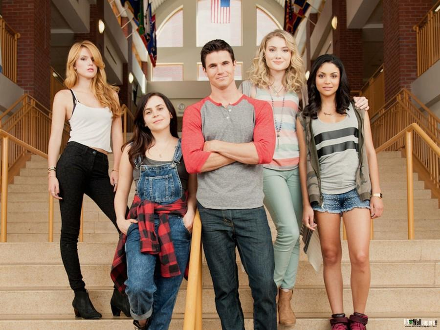 The main characters in the DUFF, Bella Thorne, Mae Whitman, Robbie Amell, Skyler Samuels, Bianca Santos.