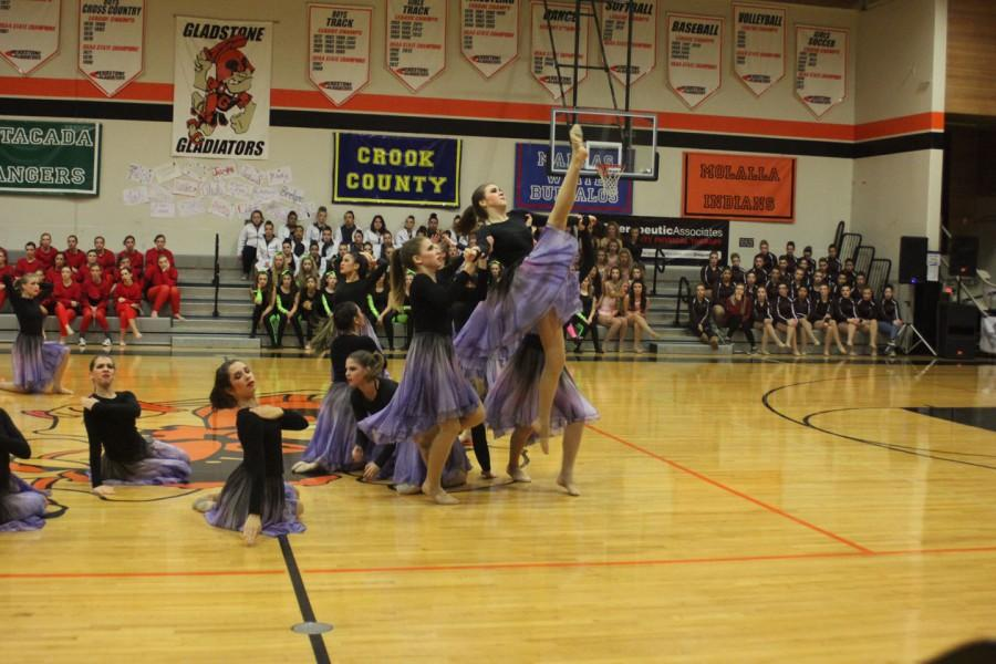 Cleveland Sundancers performing their contemporary dance to