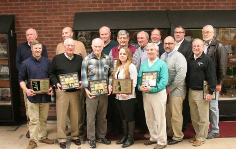 All of the inductees pose together with their plaques.
