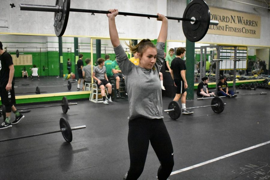 Sophomore+Jordyn+Hoff+works+out+in+co-ed+crossfit+class.+