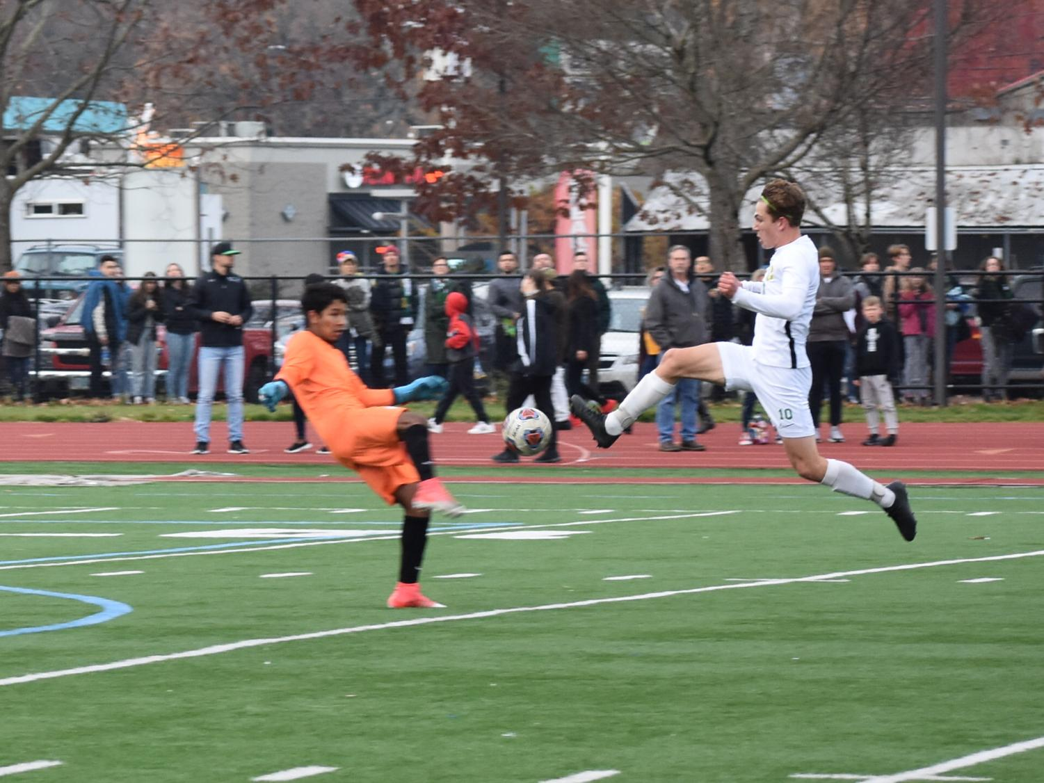 Harry+Ritter-West+goes+for+the+ball+at+Gresham+High+School+in+the+OSAA+Quarterfinals