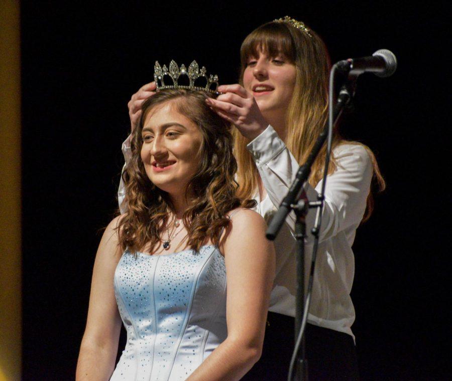 Zoey+Weesner+is+crowned+Rose+Princess+by+last+year%27s+princess+Lindsey+Hausafus.