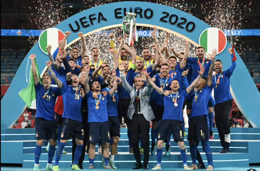 Giorgio Chiellini lifts the trophy after the EURO 2020 final.
