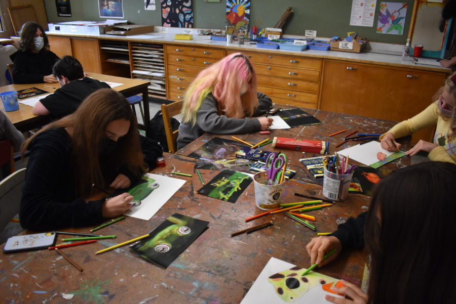 Cleveland Students drawing frogs for Ms. Pratts art class.